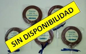 2.  Paleta de chocolate con lámina circular de chocolate blanco con impresión